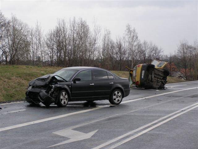 Kierowca matiza zginął w wyniku zderzenia ze skodą.