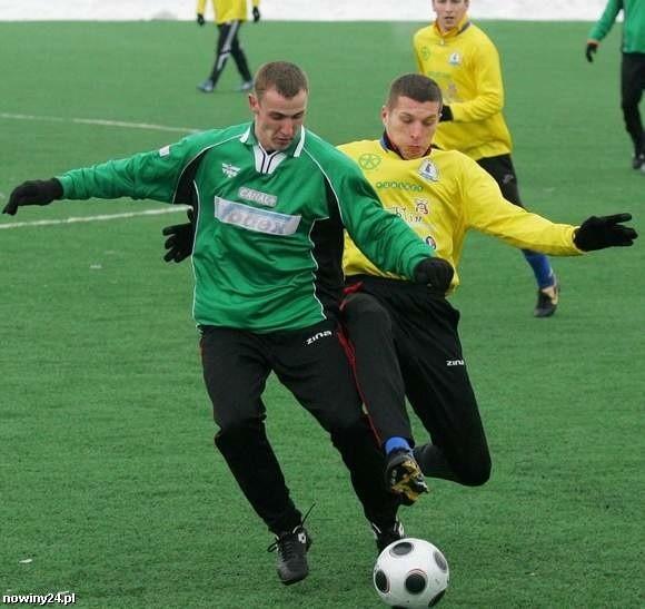 Stal Stalowa Wola (zielone stroje) w meczu Górnikiem Łęczna zagrała poniżej oczekiwań.