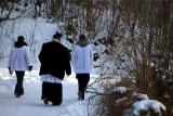 Czy księża będą chodzić po kolędzie? Są już decyzje wszystkich diecezji!