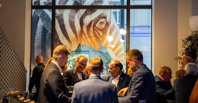 JEST MIEJSCE otwarto 10 września, jego symbolem jest słoń w pastelowych kolorach