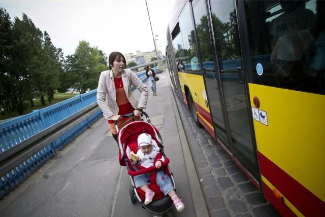 Dzieci do lat 7. mogą od 1 stycznia 2018 r. za darmo jeździć autobusami, tramwajami i trolejbusami w ramach Górnośląsko-Zagłębiowskiej Metropolii.