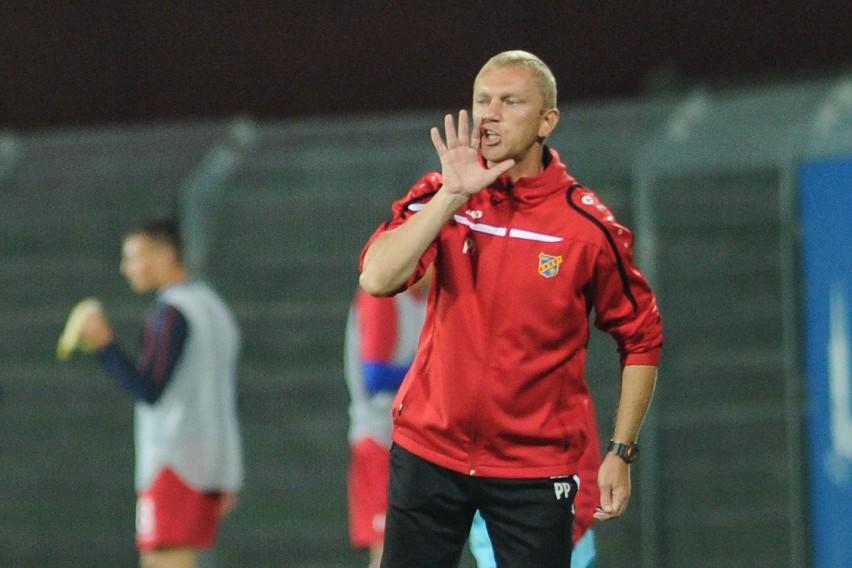 Trener Piotr Plewnia ostatnio dostał pozwolenie od PZPN-u, by prowadzić Odrę do końca roku.