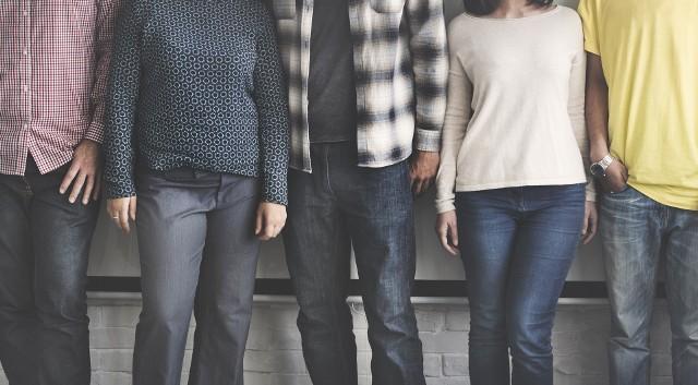 """Firma rekrutacyjna Michael Page zbadała, jakie relacje łączą nas z kolegami z pracy. Większość pracowników ceni dobre relacje z kolegami z biura i przełożonymi - wynika z badania """"Życie w pracy"""". Największą łatwość w nawiązywaniu kontaktów ze współpracownikami mają osoby młode."""