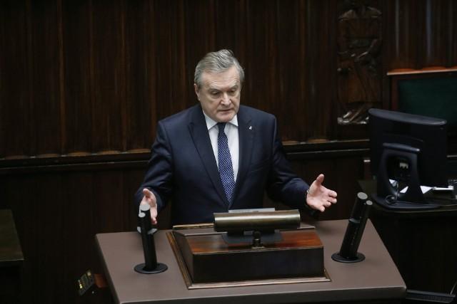 Minister Piotr Gliński uważa, że ludzie kultury mogą korzystać dziś z całego repertuaru form wsparcia