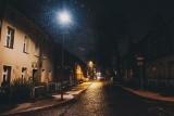 Letnica po zmroku. Tak wygląda Gdańsk nocą! Spadł pierwszy śnieg