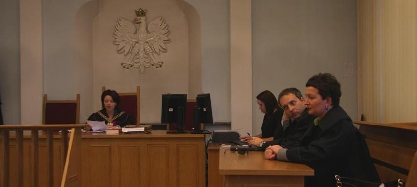 Sędzia prowadząca rozprawę oraz obrońcy oskarżonych, których w sądzie nie było.