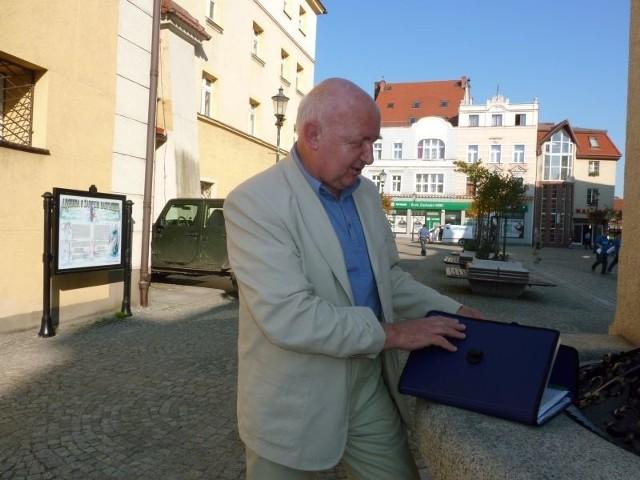 - Dla mnie to była decyzja polityczna - mówi Ewaryst Stróżyna, były naczelnik infrastruktury w urzędzie miejskim w Żarach