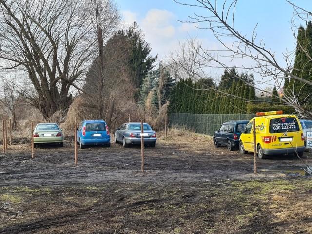 Dziki parking przy ul. Kniaziewicza