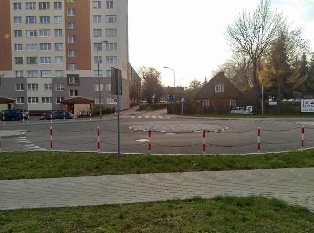 Rondo u zbiegu ul. Chopina, Skorupskiej i Chrobrego.