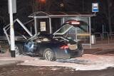 Wałbrzych: Kierowca jaguara pijany. Jaguar pożyczony. Kto zapłaci za zniszczoną wiatę?