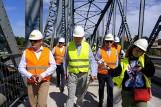 Zwiedzanie remontowanego mostu. Prezydent Michał Zaleski doglądał prac na przeprawie