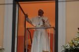 Papież w oknie: Proszę, dziękuję, przepraszam - kluczem do życia małżeńskiego