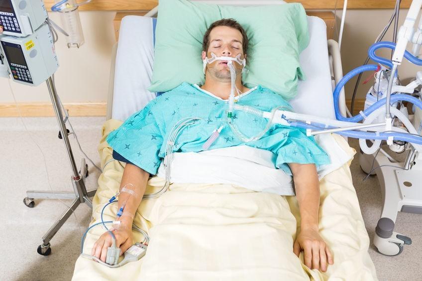 Jak działa respirator? Jest mocno inwazyjny, powoduje odleżyny, zwężenie tchawicy, ale często to jedyna metoda, by uratować komuś życie