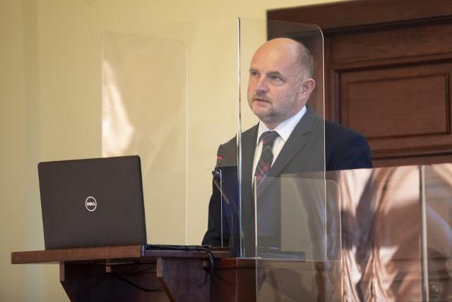 Jak mówi Piotr Całbecki, marszałek województwa kujawsko-pomorskiego, zastosowana metodologia podziału środków rządowych na programy regionalne skutkuje stratą przeszło miliarda złotych dla województwa kujawsko-pomorskiego.