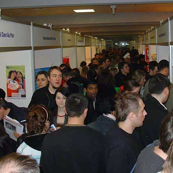 Kilka tysięcy osób szukało atrakcyjnych ofert pracy.