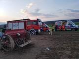 Wypadek na polu. W Olszownicy ręka kobiety utknęła w siewniku. Z pomocą ruszyli strażacy