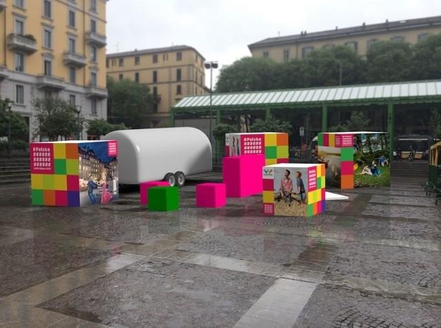 Narracja wystawy jest lekka i przystępna. Dużo w niej żartu, przymrużenia oka i ważnych dla Włochów wrażeń estetycznych.