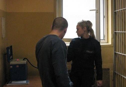 28-latek został zatrzymany do wytrzeźwienia.