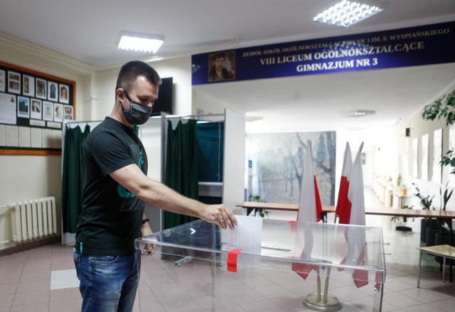 28.06.2020 rzeszow wybory prezydenckie 2020 lokale wyborcze glosowanie fot krzysztof  kapica