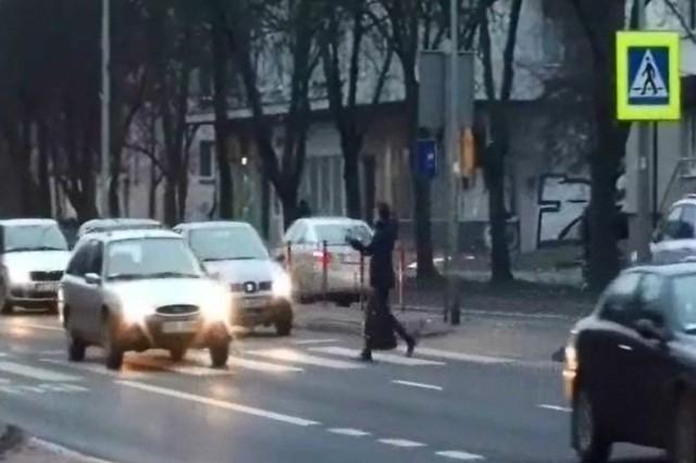 Policja nagrywała pieszych