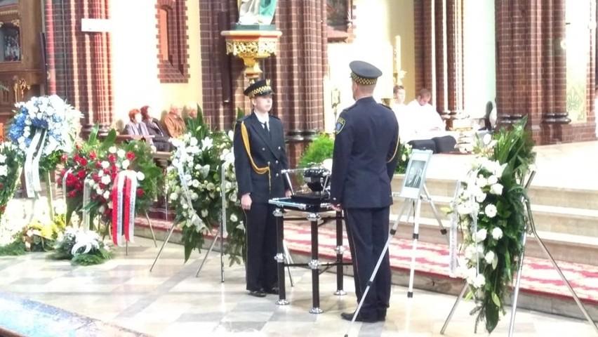 W bazylice i przed nią tłumnie zebrali się rybniczanie, aby pożegnać zmarłego we wtorek 25 września byłego prezydenta.
