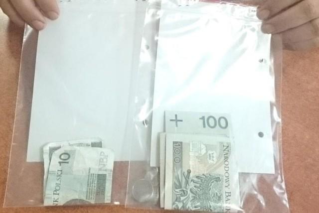 Policjanci oddali okradzionemu pieniądze.