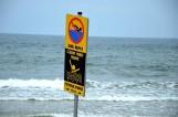 Utonięcie w Darłowie. 65-latek z Koszalina utonął w morzu. Policja apeluje o ostrożność nad wodą