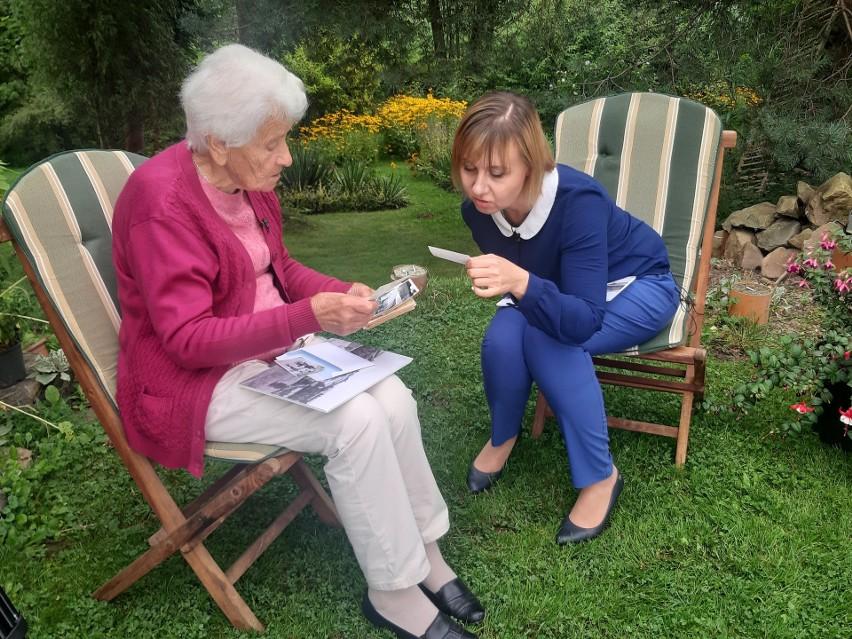 Agnieszka Węgrzyn ze Stowarzyszenia Gospodyń Wiejskich w Głogoczowie (z prawej) z panią Marią Cieślą, emerytowaną nauczycielką szkoły w Głogoczowie podczas wywiadu