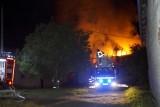Pożar budynku w Kobylnicy. Interweniowało pięć zastępów