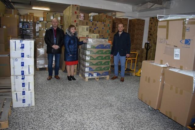 Prywatne firmy, w tym z Przemyśla, wspierają Wojewódzki Szpital w Przemyślu. Część z nich przestawiła swoje linie produkcyjne na wytwarzanie środków ochronnych, płynów dezynfekcyjnych, żeli antybakteryjnych. Swojego wsparcia udzieliły Inglot z Przemyśla, Kazar z Przemyśla, Huta Stalowa Wola S.A., Dr Oetker, Siepomaga.pl, Fundacja Grupy PERN, uczestnicy akcji #drukujemydlamedyka (Podkarpackie Centrum Innowacji, HugeTECH, KlasterIT i Hammerland Design).