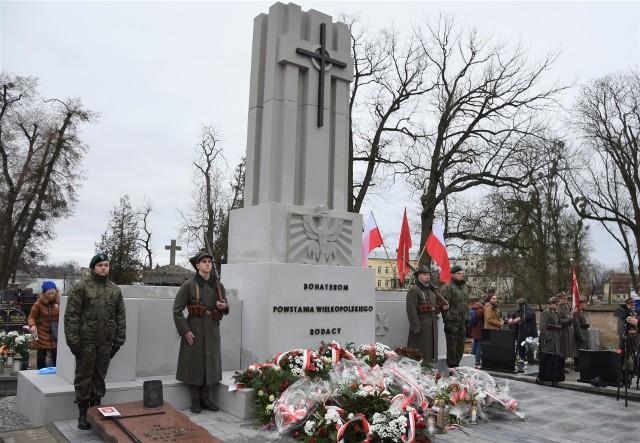 Odsłonięty rok temu  na cmentarzu w Szubinie monument  kosztował blisko 340 tys. zł. Dla miasta była to historyczna chwila
