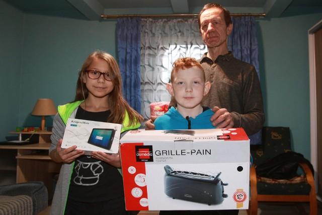 Sześcioosobowa rodzina z Palikówki w gminie Krasne otrzymała na święta prezenty, a także talon na zakupy w sklepie Majster