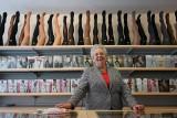 Pani Bożena od 30 lat prowadzi sklep z bielizną na ul. św. Marcin, teraz jej biznes podupada. Po interwencji internautek powrócił tam ruch