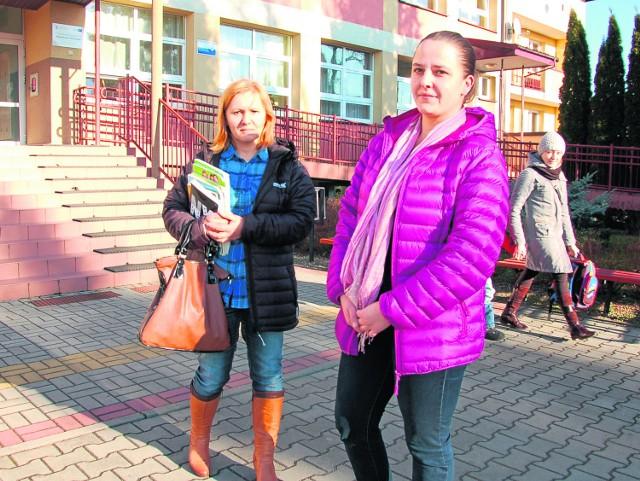 - Jesteśmy przeciwko przekształceniu gimnazjum w szkołę niepubliczną, bo przez to odejdą najlepsi nauczyciele i obniży się poziom nauczania - przekonują Katarzyna Kolbusz (z lewej) i Dagmara Dychtoń
