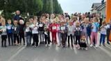 """Piknik rodzinny """"Policyjna Odyseja"""" w Przeciszowie. Szkoła Podstawowa nr 1 po raz 10 bierze udział w konkursie """"Odblaskowa Szkoła"""" [ZDJĘCIA]"""