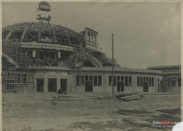 Zdjęcia z budowy i otwarcia Hali Stulecia we Wrocławiu