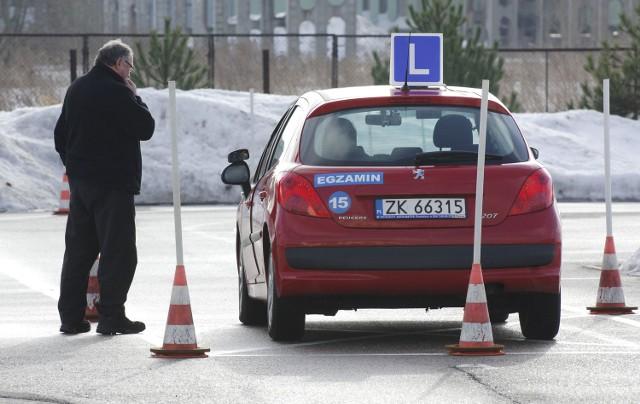 Prawo jazdy po nowemuW Koszalinie pierwsi odważni, którzy będą zdawać egzamin teoretyczny na prawo jazdy kat. B, zapisali się na 25 stycznia.