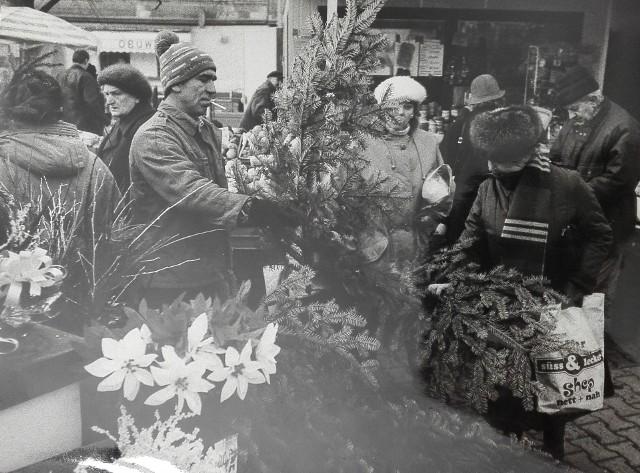 Targowisko na placu Miarki w Katowicach zawsze było miejscem, gdzie kupić można wszystko, co potrzebne jest na święta.