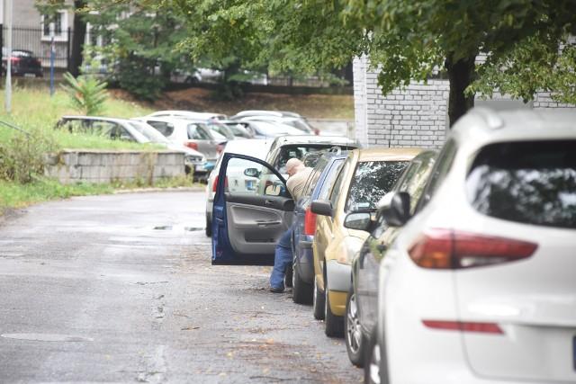 Aut na zielonogórskich ulicach wciąż przybywa. Czy będzie więcej miejsc, w których można zaparkować swój samochód?