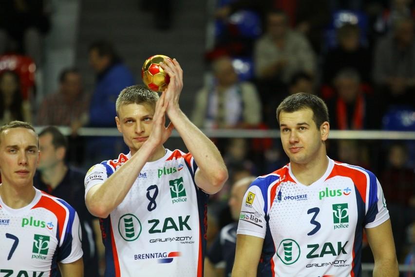 Zawodnicy ZAKSY: (od lewej) Grzegorz Pilarz, Jurij Gladyr i Dominik Witczak.