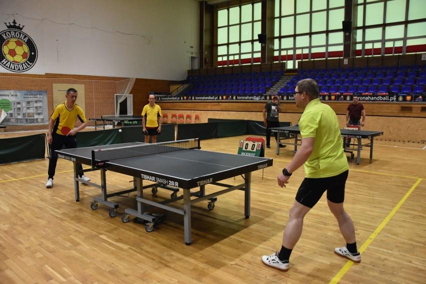 II Mistrzostwa Województwa Niepełnosprawnych w tenisie stołowym odbyły się w sobotę w hali przy ulicy Krakowskiej w Kielcach.