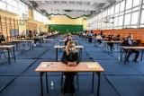 Wyniki matur 2021. Centralna Komicja Egzaminacyjna ogłosiła wyniki matur. 74,5 proc. zdało, a 25,5 proc. oblało maturę