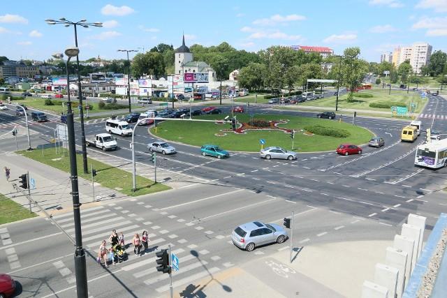 Rondo Dmowskiego to najbardziej zatłoczone skrzyżowanie w Lublinie. W ciągu godziny wjeżdża na nie ok. 7 tys. pojazdów