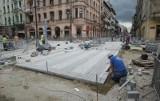 Ulica Piotrkowska - kolejne opóźnienia. Przedłuża się przebudowa skrzyżowania [zdjęcia, FILM]