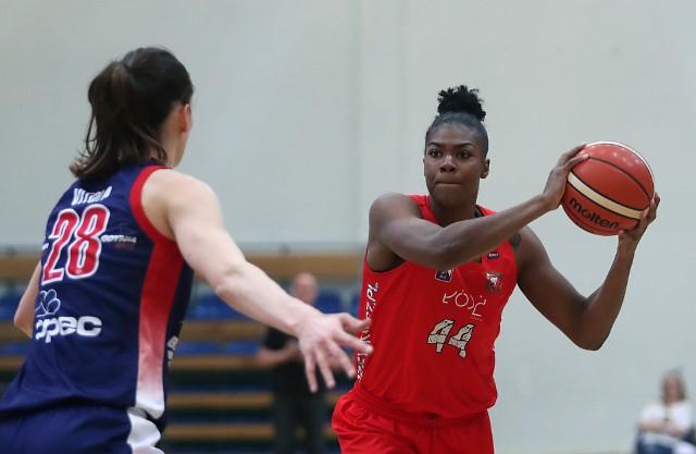 Amerykanka Brandi Harvey-Carr stara się pomóc widzewskiej drużynie w utrzymaniu miejsca w ekstraklasie koszykówki