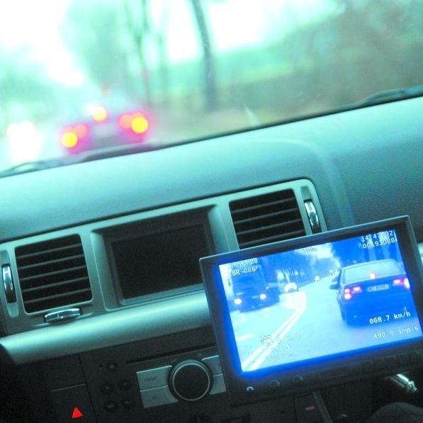 Nieoznakowany radiowóz z wideorejestratorem to dobra broń w walce z drogowymi piratami. Oku kamery nie umknie żadne wykroczenie