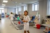 Nowoczesna Stacja Dializ w Uniwersyteckim Szpitalu Klinicznym w Białymstoku już działa. Jest tu 18 stanowisk dla chorych [WIDEO]