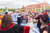 Taka impreza w Słupsku raz na 120 lat. Urodziny ratusza w dobie pocovidowej [ZDJĘCIA, WIDEO]