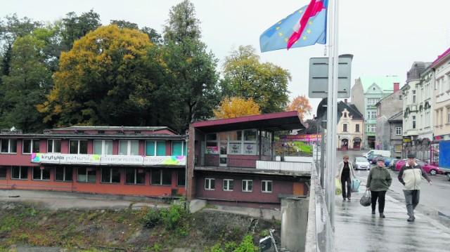 Znika budynek po straży granicznej przy Moście Przyjaźni w Cieszynie.Zobacz kolejne zdjęcia. Przesuwaj zdjęcia w prawo - naciśnij strzałkę lub przycisk NASTĘPNE