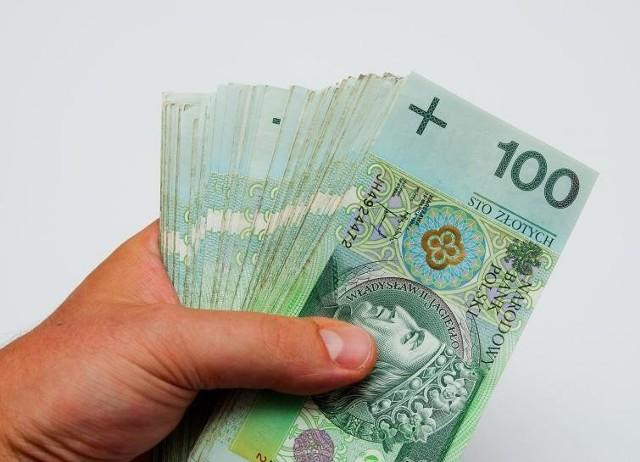 Zatrzymani wystąpili o wsparcie w ramach tzw. Tarczy antykryzysowej. Polski Fundusz Rozwoju zablokował wypłaty wnioskowanych środków pomocowych.